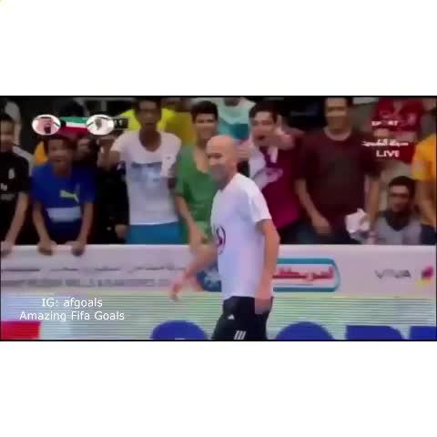 Zinedine Zidane still has the touch of a god ???? - Vine by Amazing Fifa Goals - Zinedine Zidane still has the touch of a god 👌