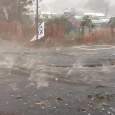 ABC Newss post on Vine - Hail pounds Brisbanes Woolloongabba (via ABCs Phil Gibb) - ABC Newss post on Vine