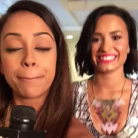 Vine by MTV - lizzza and Demi Lovato are preparing for the #VMAs with the game Rapid Fire Faces!