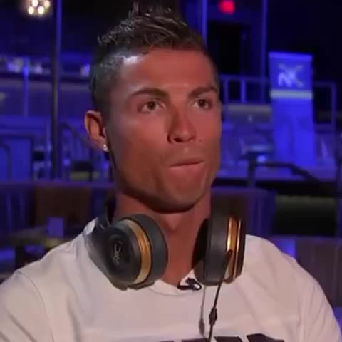 """Vine by Man Utd Universe - Cristiano Ronaldo asked if @SergioRamos is going to @ManUtd. """"I dont know"""" #mufc"""