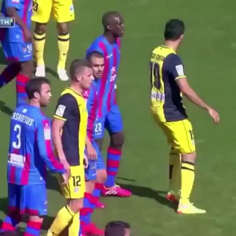Sissoko vs Diego Costa ???????????? - Vine by Football Tweets - Sissoko vs Diego Costa 😂😂😂