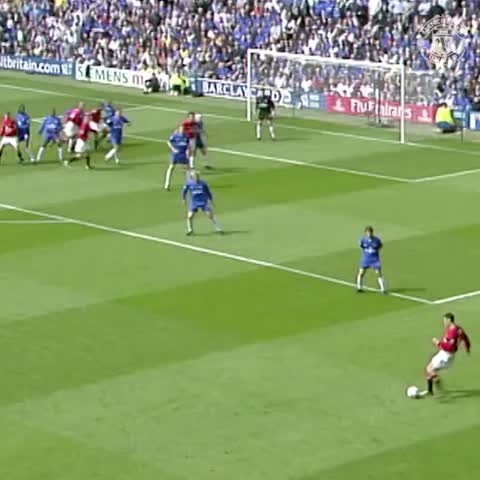 Vine by Manchester United - Scholesy thunders one in against Chelsea in 2002! #mufc