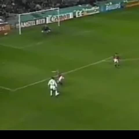 Vine by Haydi Fener | @HaaydiFener - 19 yıl önce 30 Ekim 1996da Fenerbahçe, Old Traffordda 40 yıldır yenilmeyen Manchester Unitedı 1-0 devirdi.
