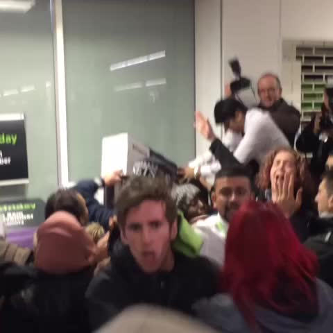 Kadhims post on Vine - Fights breaking out #BlackFriday - Kadhims post on Vine