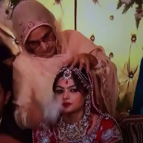 auntyian please stop doing this to brides lol #punjabi #punjabivines #sikhwedding #wedding #bride #hindivines #desivines #bibi #funny - Vine by Jaskirat Kaur - auntyian please stop doing this to brides lol #punjabi #punjabivines #sikhwedding #wedding #bride #hindivines #desivines #bibi #funny