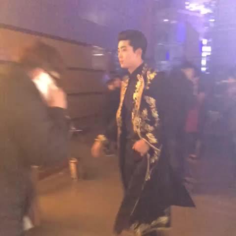 Vine by SBS - #SBS가요대전 현장중계! 2PM 옥택연의 섹시가이 쿨내미소ㅠㅠ심쿵 바로 지금! SBS가요대전 @SBSsuper5