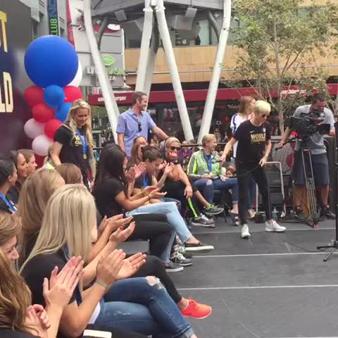 Vine by ussoccer_wnt - Holiday & Heath think that Rapinoe & Rodriguez need their own show. What do the #BestFansInTheWorld think after that #LALive performance?
