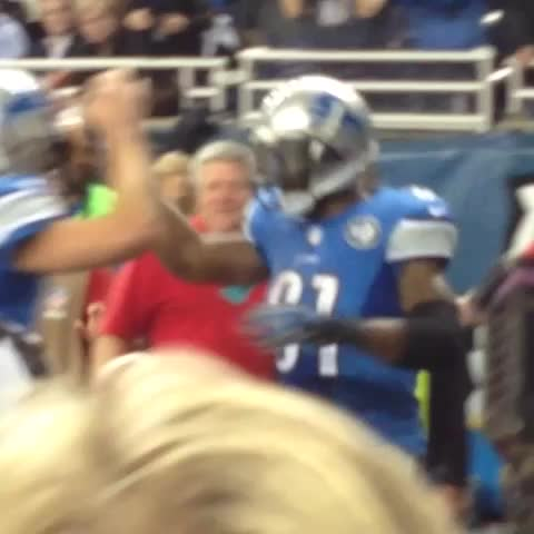 Detroit Lionss post on Vine - Watch Megatrons 2nd touchdown celebration from the end zone! #CHIvsDET - Detroit Lionss post on Vine