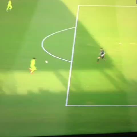 Vine by Noticias_cules - Gooolazo Que grande luisito suarez, quien pudiendo marcar se lo cedió a Messi, que lindo es el Barça