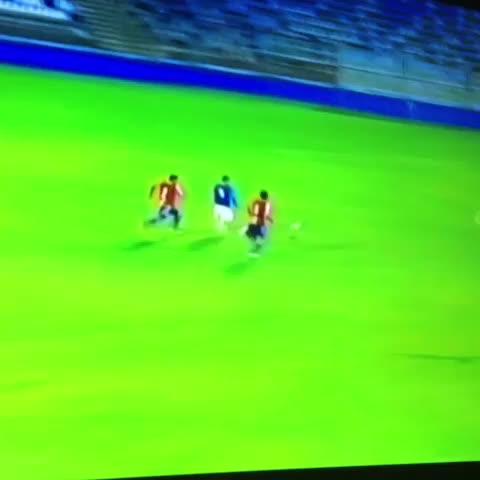 El golazo de Jeisson Vargas, Sub-17 de Católica. Hizo 4 goles a Paraguay. - Vine by Carolina Reyes - El golazo de Jeisson Vargas, Sub-17 de Católica. Hizo 4 goles a Paraguay.