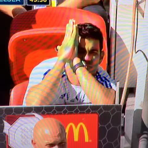 Vine by Stacie Dawson - Haha when you wish you wear glasses!! #Costa trying to watch #Chelsea vs #Arsenal #Commuinityshield
