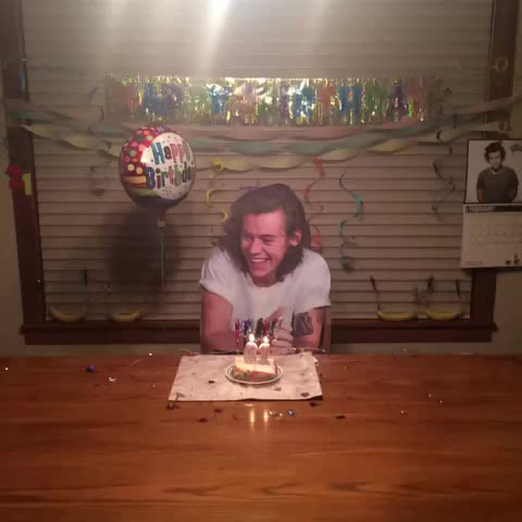 Vine by Ashley&Lexi - Happy Birthday Harry thanks for coming to the party!! 😊🎉🍌