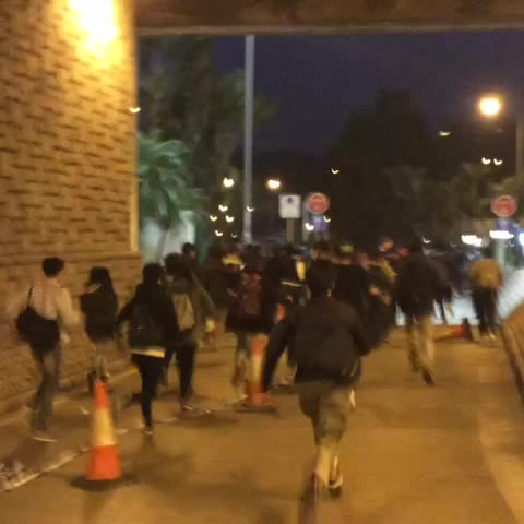Vine by Hong Kong Hermit - Crowd running to get ahead of the cops. #occupyhk #umbrellarevolution