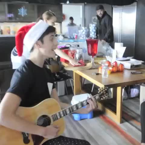 """Heres a clip of me singing at the #mituholidayhouse #makeithappen """"Dont be afraid to fly, across the sky"""" -Mi Amor❤️ - Vine by Matt Hunter Correa - Heres a clip of me singing at the #mituholidayhouse #makeithappen """"Dont be afraid to fly, across the sky"""" -Mi Amor❤️"""