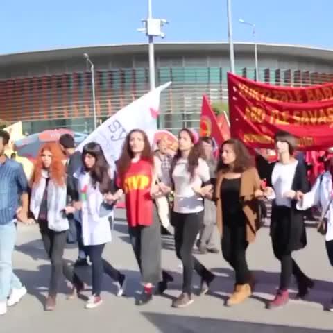Attentato ai pacifisti con i curdi ad #Ankara: 86 morti e 186 feriti. La loro colpa è chiedere la pace. - Vine by Rinaldo Sidoli - Attentato ai pacifisti con i curdi ad #Ankara: 86 morti e 186 feriti. La loro colpa è chiedere la pace.