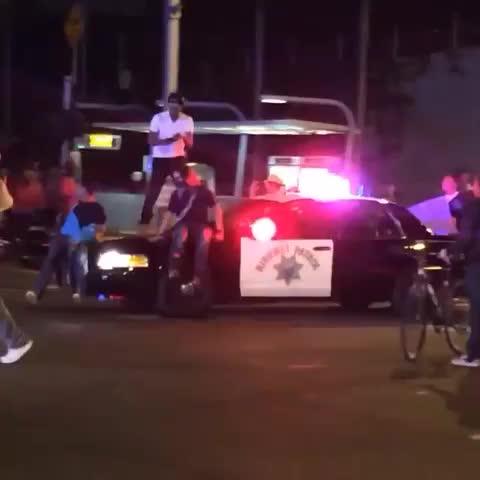 CRAZY #VIDEO: #ferguson protester takes selfie on top of moving #CHP cruiser! #DTLA #losangeles ABC7 Vid credit: Joaquin Beltran #LAPD - Gisela Margaritas post on Vine