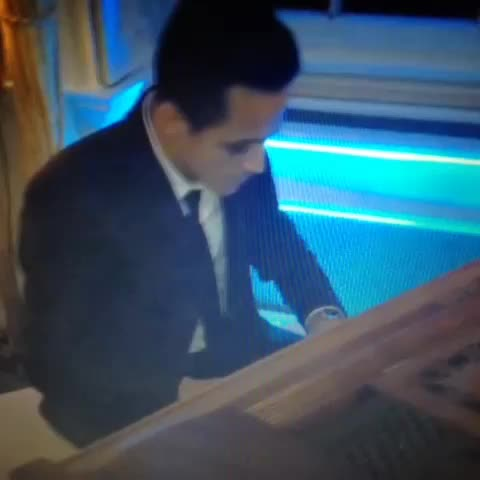 Vine by @mellorfootball - Alexis Sanchez playing piano, everyone.
