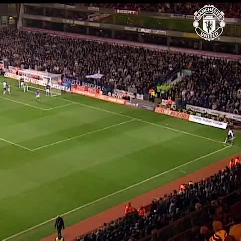 VINE: Paul Scholes, he scores goals. Astonishing, net-busting goals. Boom! #mufc - Vine by Manchester United - VINE: Paul Scholes, he scores goals. Astonishing, net-busting goals. Boom! #mufc
