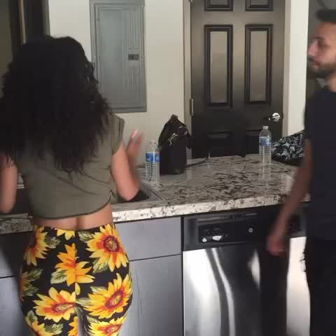 Vine by Anwar Jibawi - When your girl slaps the man out of you.. w/Arantza