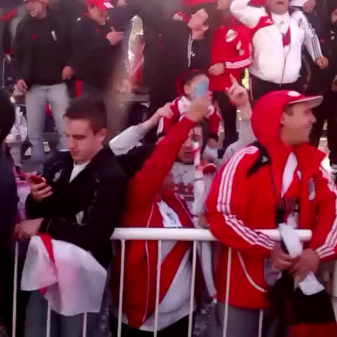Vine by River Plate Oficial - Impresionante despedida al plantel #VamosRiver #SomosRiver #Superclásico
