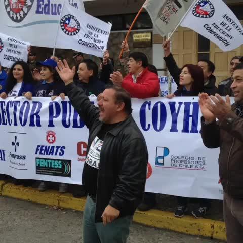 Vine by Radio Santa María - La movilización del Sector Público llega a la Intendencia de Aysén