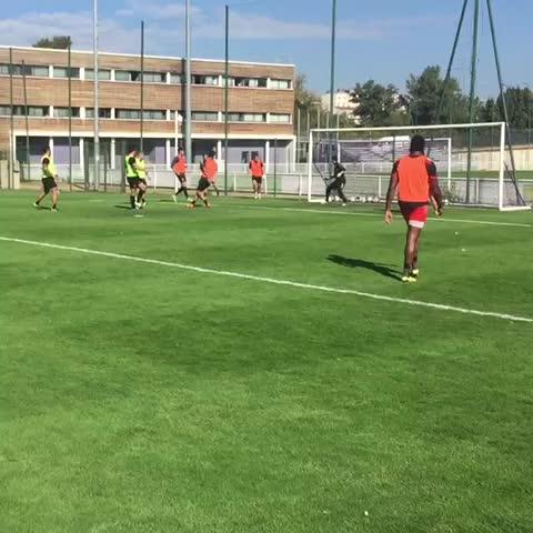 Une petite mise en bouche de cet entraînement avec le @StadeToulousain, signée @ClemPoitrenaud ! - Vine by Toulouse FC Officiel - Une petite mise en bouche de cet entraînement avec le @StadeToulousain, signée @ClemPoitrenaud !