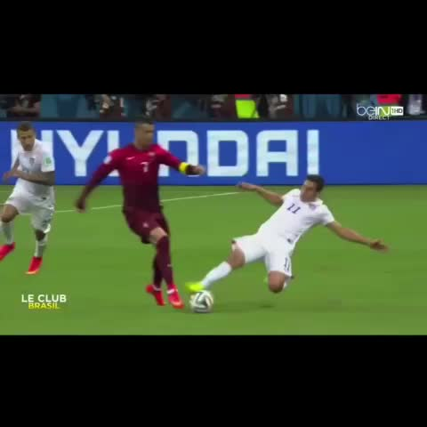 Vine by Only Soccer™ - Ronaldo dribbling through the USA! #popularpage #popular #sports #soccer #futbol #skills #ronaldo #cr7 #cristianoronaldo