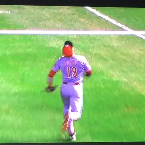 Vine by ChiSportsMemesⓂ️ - Bloop RBI single by rookie of the year Kris Bryant. All tied 1-1. #Cubs #Reds