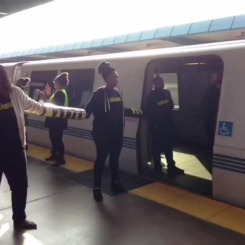 Julia Wongs post on Vine - This BART lockdown was organized by the all-Black Blackout Collective and #blacklivesmatter #blackoutblackfriday - Julia Wongs post on Vine