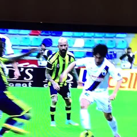 Seba sezonu kapsamında Erciyesspor-Fenerbahçe maçında bu pozisyona kırmızı kart çıkmadı… - Vine by Galatasaray Stats - Seba sezonu kapsamında Erciyesspor-Fenerbahçe maçında bu pozisyona kırmızı kart çıkmadı…