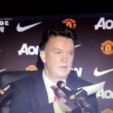 LVG not happy with United twitter account #manchesterunited #MUFClive #MUFC - Mesh ! #Gazas post on Vine
