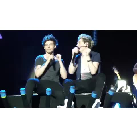 when louis protected niall when a fan threw something at him - Vine by tmh memories - when louis protected niall when a fan threw something at him