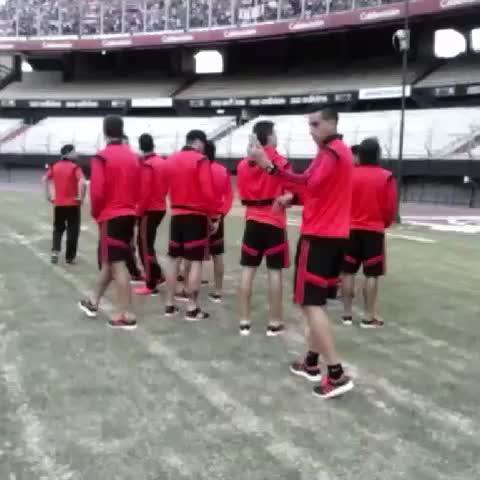 Vine by River Plate Oficial - Antes de partir hacia el Aeropuerto, el plantel saludó a los hinchas presentes #River114
