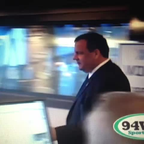 Vine by Jen Chung - Chris Christie falls off chair