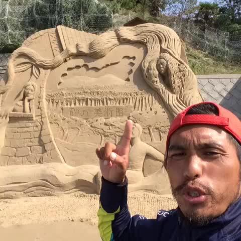 Vine by コンマニセンチ竹永 - 【1036回目投稿】o(`ω´ )o とわりゃああああぁ〜っ!彫刻だけど、いつかは壊されてしまうという儚さが美しい…真実…。#ノーフューチャーッ!I walk to #tokyo #japanese #comedian