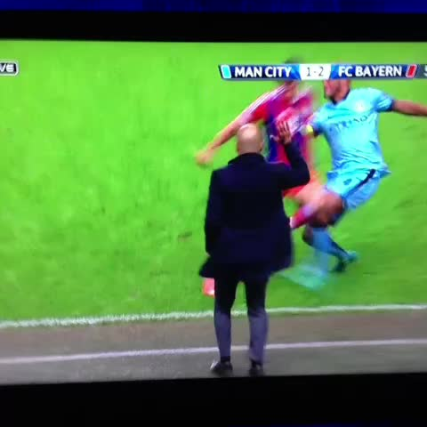 Wurstauflaufs post on Vine - #Lewandowski vs #Kompany #fcbayern - Wurstauflaufs post on Vine