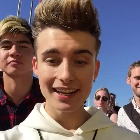 Vine by WeeklyChris - 6 seconds of 5 seconds of summer ???? #5SOS #KCA #OfficialKCAInsider