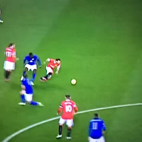 Mata running on his knees  ???? #MUFC - Vine by MUnitedGirl - Mata running on his knees  😂 #MUFC