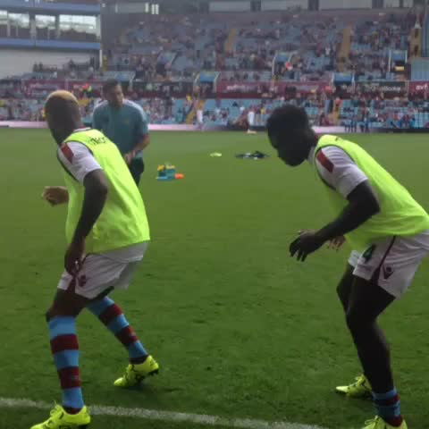Vine by AVFCOfficial - PRE-MATCH VIDEO: The lads are completing their warm-up. #AVFC #SAFC #AVLSUN