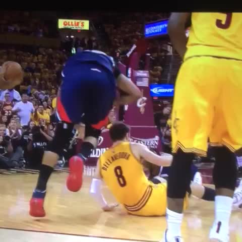 Vine by Rob Perez - Al Horford with the most ELECTRIFYING move in sports entertainment today -- THE PEOPLES ELBOW!