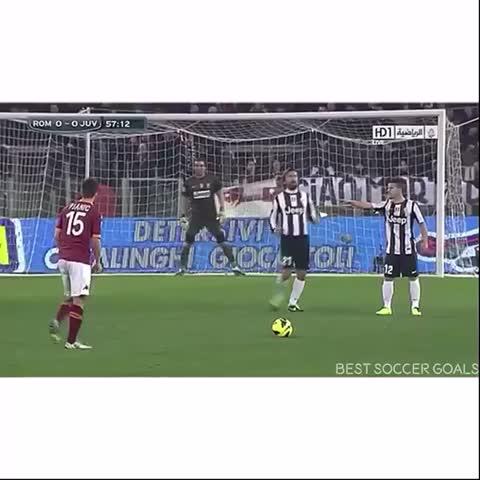 Vine by Best Soccer Goals #ForzaAtleti - Totti showing Juve how its done;) #Legend #ForzaJuve #ASRoma #golazo