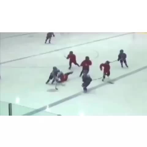 Vine by All Star Hockey™ - The kid is like 6 years old 😳💯👌Follow for more⬆️😉 #hockey #hockeyhighlights #bruh