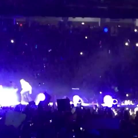 Vine by 1Dxclusive Clips - LOUIS STOMPING AND KICKING ON A PINATA WITH NAUGHTY BOYS FACE ON IT OMFG ????????????