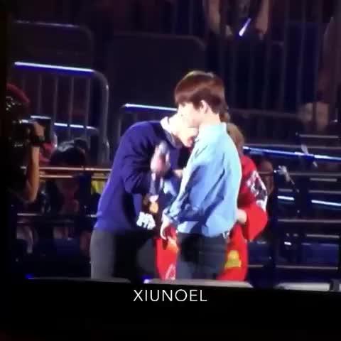 Vine by IrisDYO 아이리스됴 - I love how kyungsoo always doesnt mind about his underwear to be checked in public like this..LOL #경수 #블랙 #속옷색깔