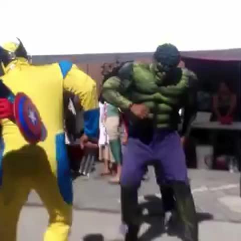 Vine by Plano Informativo - Los #superhéroes como nunca los habías visto Esto ocurrió en la celebración de la #fiesta patronal de una comunidad oaxaqueña en #LosÁngeles
