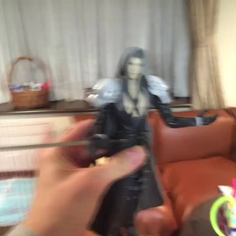 セフィロスの人形で面白い事しようと思ってたら思いっきり母親に見られてた - Vine by やしろあずき@2日目東H49-b - セフィロスの人形で面白い事しようと思ってたら思いっきり母親に見られてた