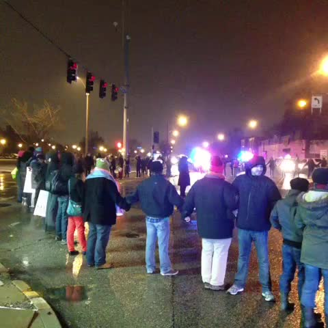 Lisa Browns post on Vine - Protesters are blocking Kingshighway and Manchester in St. Louis. - Lisa Browns post on Vine