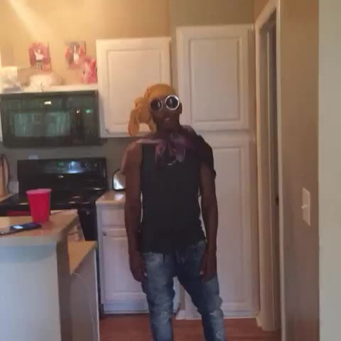 Vine by LaLaSizaHands89_EliteLife - When ppl talk shyt in my comments ???????? ft YUNG POPPY