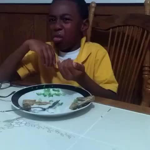 WORLDSTAR VINESs post on Vine - Vine by WORLDSTAR VINES - This Kid Really HATES Eating His Vegetables.. 😂