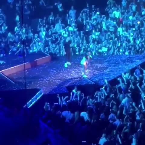 """Vine by Ariana Grande Brasil - Ariana rapping Big Seans part in """"As Long As You Love Me"""" live in Miami 03/28"""